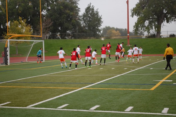 Rivalry+continues+in+favor+of+Rangeview%2C+boys+soccer+now+3-3