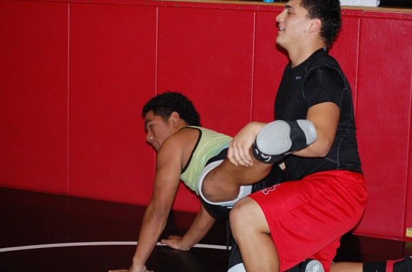 Sophomore+Max+Gonzales+and+Junior+Deion+Fifita+prepare+for+upcoming+matches+at+wreslting+practice.%0A%28Quaid+Vincent%29+