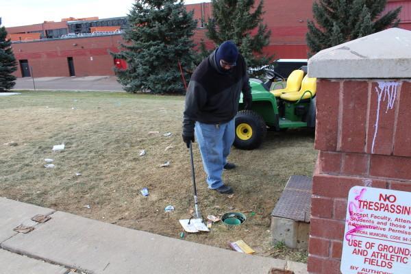 Janitor+picking+up+trash+on+Telluride.+%28Sebastian+Wiegand%29