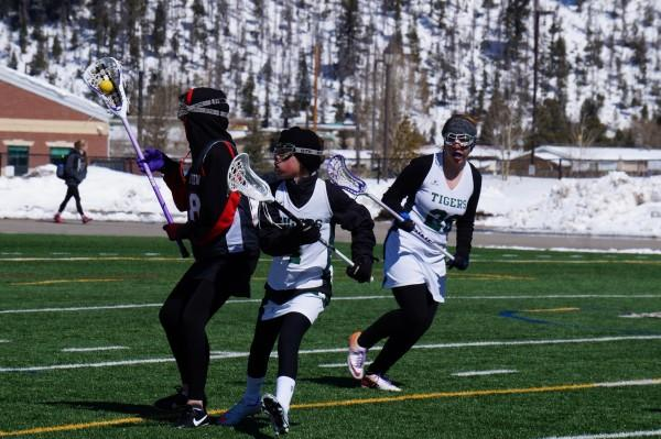 Photo+of+the+day%3A+Girls%27+Lacrosse+fights+through