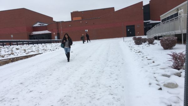 Feature+Photo+By%3A+Alivia+Lee-+Rangeview+students+brace+themselves+for+the+cold+walk+to+classes+in+the+mobiles.+Today%27s+weather+was+a+high+of+10+degrees.