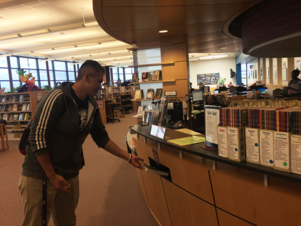 Senior+Jesse+Aguirre+returns+his+books+to+the+library.+All+books+checked+out+by+seniors+are+due+by+May+12th%3B+underclassmen+have+until+the+17th+to+turn+in+their+books.+%28Alivia+Lee%29