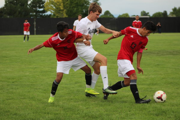 Photo+of+the+Day%3A+Boys+soccer+plays+under+the+lights