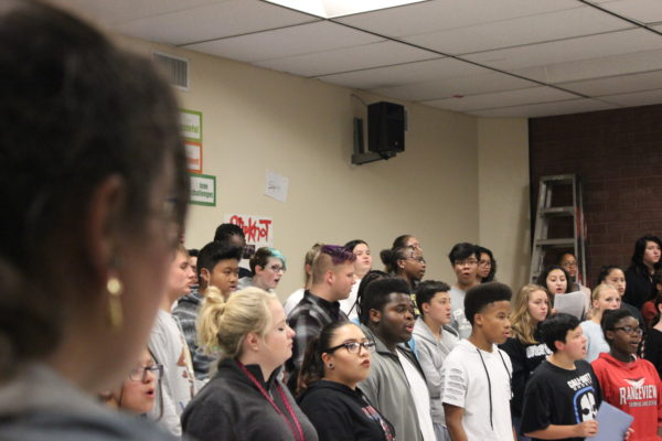 Photo+of+the+Day%3A+RHS+choir+begins+practicing+for+winter+concert