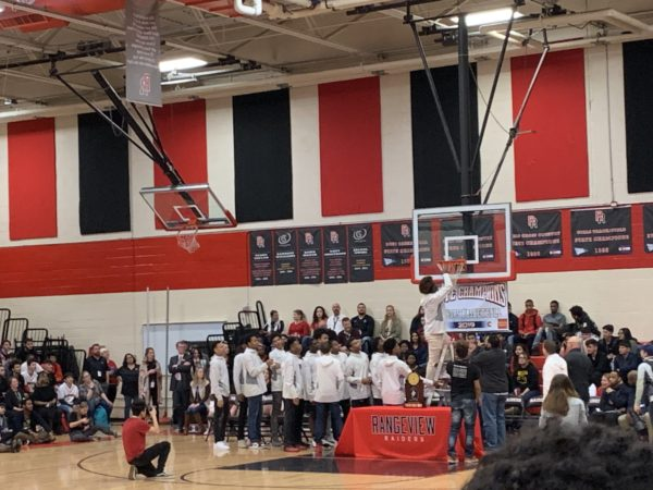 Photo+of+the+Day%3A+The+champs+are+here%3A+boys+basketball+celebrates+their+win+with+Rangeview%27s+student+body