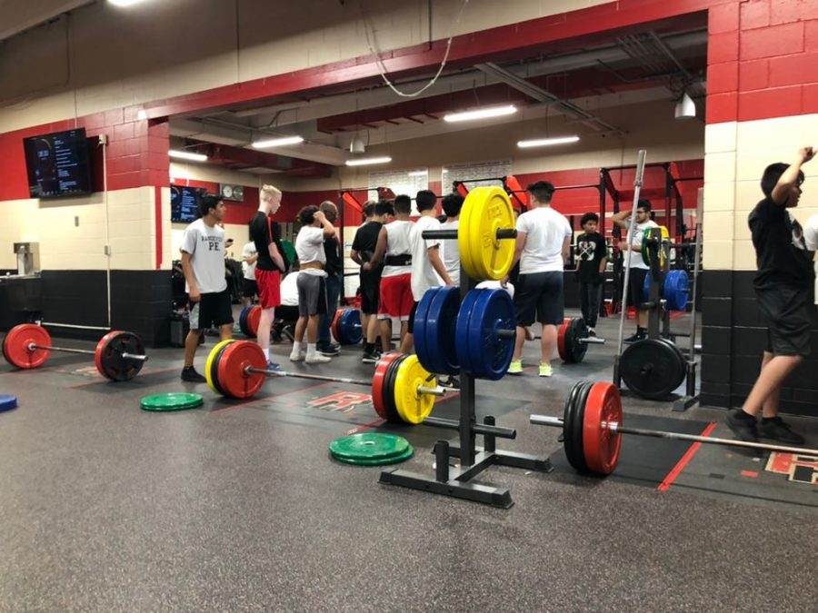 Students+join+together+to+start+their+weight+lifting+class.+Weight+classes+are+one+of+the+many+options+that+are+open+for+any+student+to+take.+%28Torin+Beall%29+