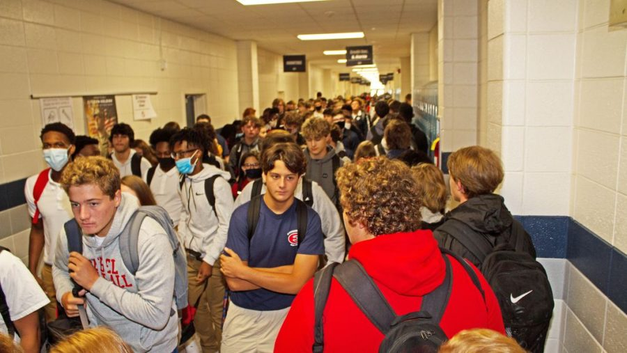 The+crowded+hallways+during+a+passing+period+at+Effingham+County+High+School+in+Springfield%2C+Georgia+are+shown.+The+lack+of+social+distancing+and+masks+worn+is.+%28Photo+by+Rick+Lott%2F+for+Savanahnow.com%29