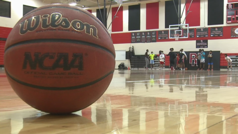 The Rangeview basketball team prepares for a shortened basketball season. (via FOX 31 Denver)