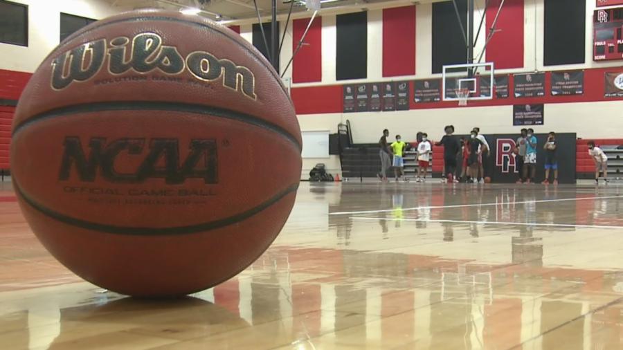 The+Rangeview+basketball+team+prepares+for+a+shortened+basketball+season.+%28via+FOX+31+Denver%29